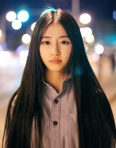 椭圆形脸小眼睛适合什么发型 小眼睛女生刘海发型