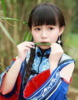 齐刘海直发女生发型绑扎方法步骤