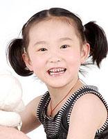 给小孩扎辫子有什么发型 小孩短发扎辫子的发型