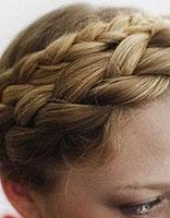 女生前额头发直接盘上去的发型 教你如何盘露额头发型