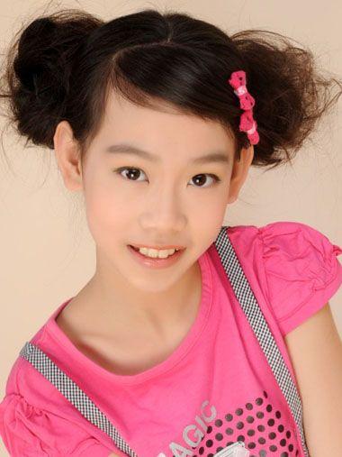 (课件出示:各种 儿童发型图片,大童发型女儿童发型设计图片,大童发型图片