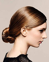 梨花烫发型怎么盘起来 盘头长发发型图片