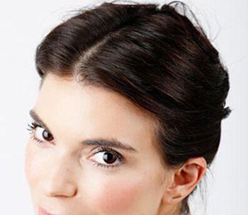 长卷发发型如何盘既简单又好看 最流行简单的长卷发盘发型