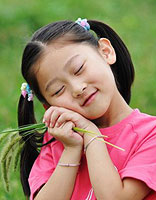 小孩子自己给自己扎发型既漂亮有又简单