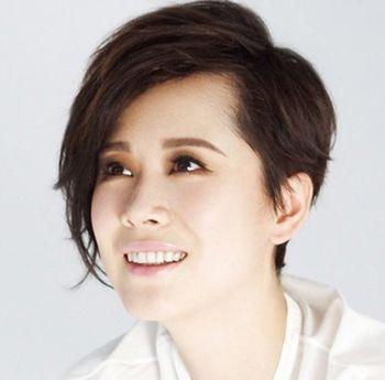 脸庞中性适合什么发型 中分发型设计与脸型搭配女图片