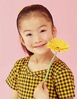 小女孩长头发发型扎法 给孩子扎发型的示范图