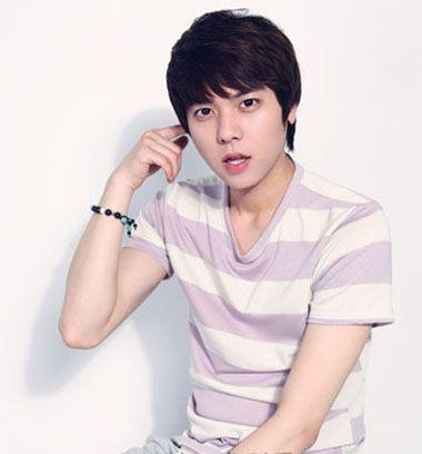 男中学生适合剪那种刘海发型 韩国男学生刘海发型