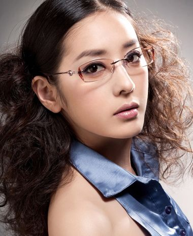 中分发型戴眼镜怎么扎好 中分发型扎辨子