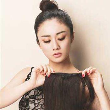 直发怎么扎头发好看 中长直发扎头发俏皮造型方法图片