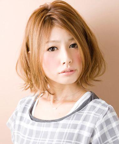 洋梨脸适合哪种发型,不管是长发还是短发,都是烫发卷更合适哦~洋梨脸图片