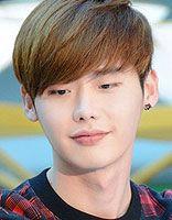 眼镜男生最新超短发发型 韩版男生发型图片短发