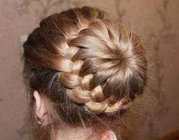 儿童漂亮公主发型盘头扎法 儿童2016盘发发型扎法图解图片