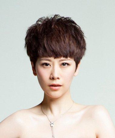 超短发车模图片,模特版型的超短发发型搭配起来更自然,女生的超短发要图片