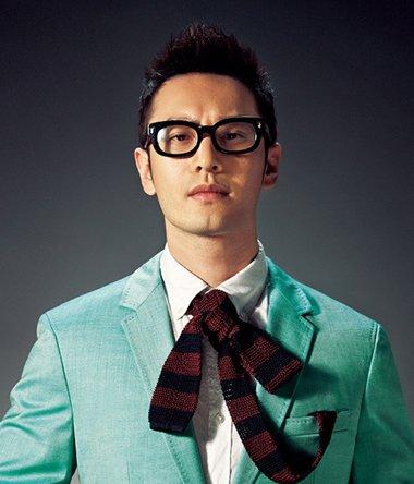 戴眼镜帅气男生手绘