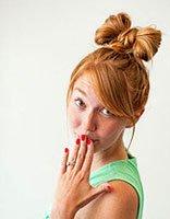 蝴蝶结发型直发怎么扎 中长直发发型扎法教程