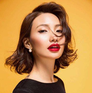 2016女生外翻短卷发发型图片 2016最新女生短卷发发型