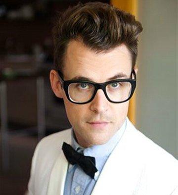 戴眼镜偏瘦的男生适合什么发型 适合瘦小男士的发型