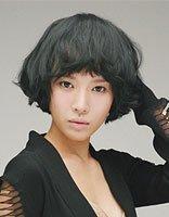 中短黑色卷发发型 黑色短卷发发型图片