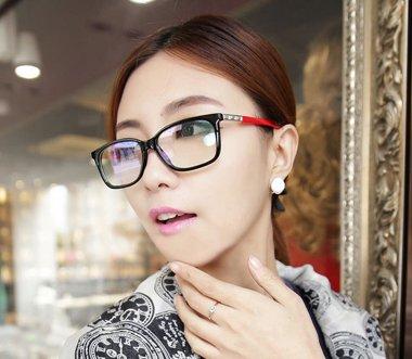 中分好看的中短发型带啥近视眼镜好看呢 短发女生戴什么近视眼镜好看