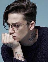 最酷男孩发型 男生戴眼镜商务发型