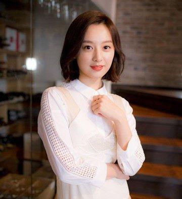 韩国女生直短发中间弯了一下是什么发型 女生层次短直发发型