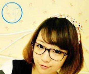 好看的简单的戴眼镜的女生中短发的扎法