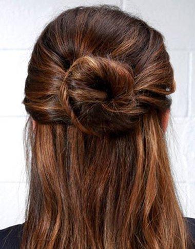 直发怎么快速简单扎头发 中长直发简单扎头发方法