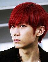 男生酒红色头发图片 2016最新男生酒红色染发发型