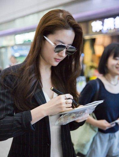 机场私服造型大PK 流行发型与服装搭配不做路人甲