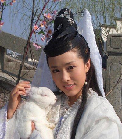 最美仙子陪你过中秋 陈红颜丹晨嫦娥发型大比美