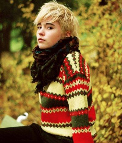 大雪过后毛衣+短发美丽不冻人 冬季女生潮流短发发型