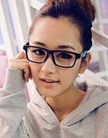 适合瘦脸戴眼镜的发型 长瘦脸戴眼镜的女生适合什么样的短发