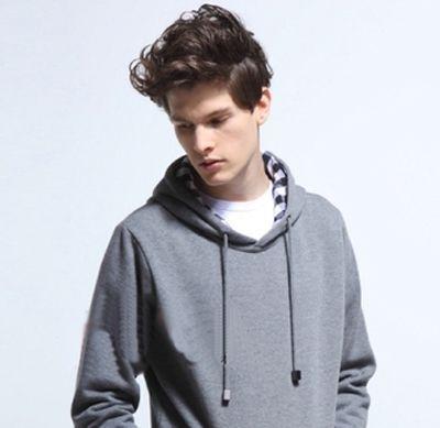 男生自然卷的头发适合什么发型 自然卷的男生发型