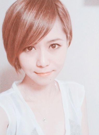 中短发烫发发型小卷女 女生中短发韩式烫发发型图片