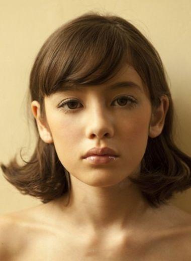 女生好看的斜刘海发型 女生中短斜刘海发型