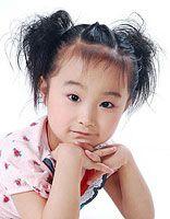 长发女童头发怎么梳好看 适合表演的小女孩扎发步骤