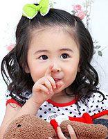 儿童发饰怎么搭配发型 蝴蝶结发饰下的小女孩发型