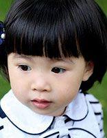 小孩是蘑菇头怎么绑头发 4岁小女孩蘑菇头绑头发
