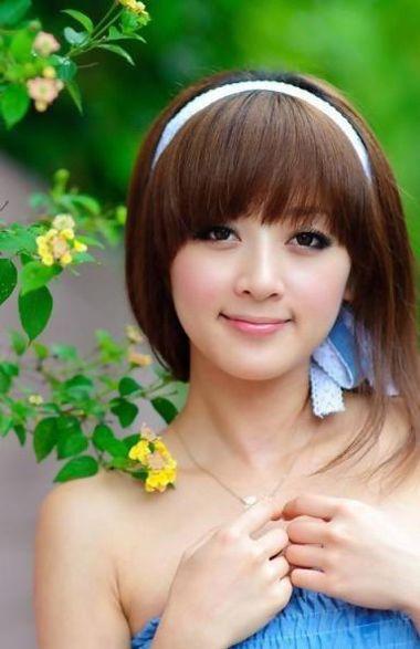 方形脸中等个子女生适合什么发型 方形脸中长发适合的发型