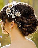 中年妇女圆脸带什么颜色发卡 中年人圆脸盘发发饰搭配
