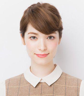 发型热点 > 短发怎么扎 >   梳理短头发的女生,短发赋予的清爽俏皮之图片