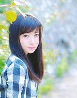 斜刘海柔顺直发发型 适合高中学生斜刘海直发发型