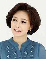 中老年圆脸适合什么发型 中老年圆脸适合的烫发发型图片