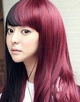 皮肤黄的女孩染酒红色的头发会不会显老啊 染酒红色头发