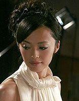 斜刘海直发盘发 女生长直发斜刘海简单的盘发发型