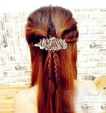 小女孩子的发型编发 带有麻花辩的编发型步骤图片