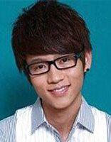 瘦脸男生适合的发型 男生瘦脸戴眼镜适合什么刘海发型