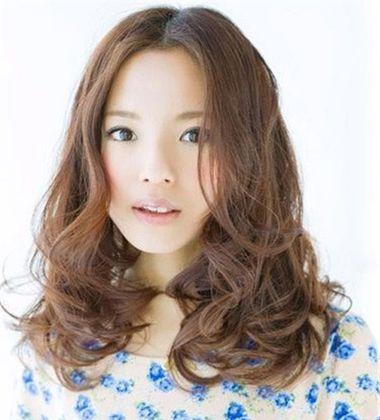 大圆脸女生最适合时尚发型 大圆脸女孩适合的发型图片