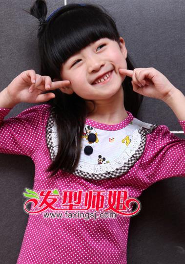 <b>漂亮小女孩发型绑扎方法 最新小女孩长发扎发发型</b>