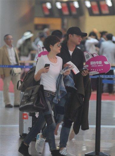 马伊�P新短发型现身机场 干练女强人范十足